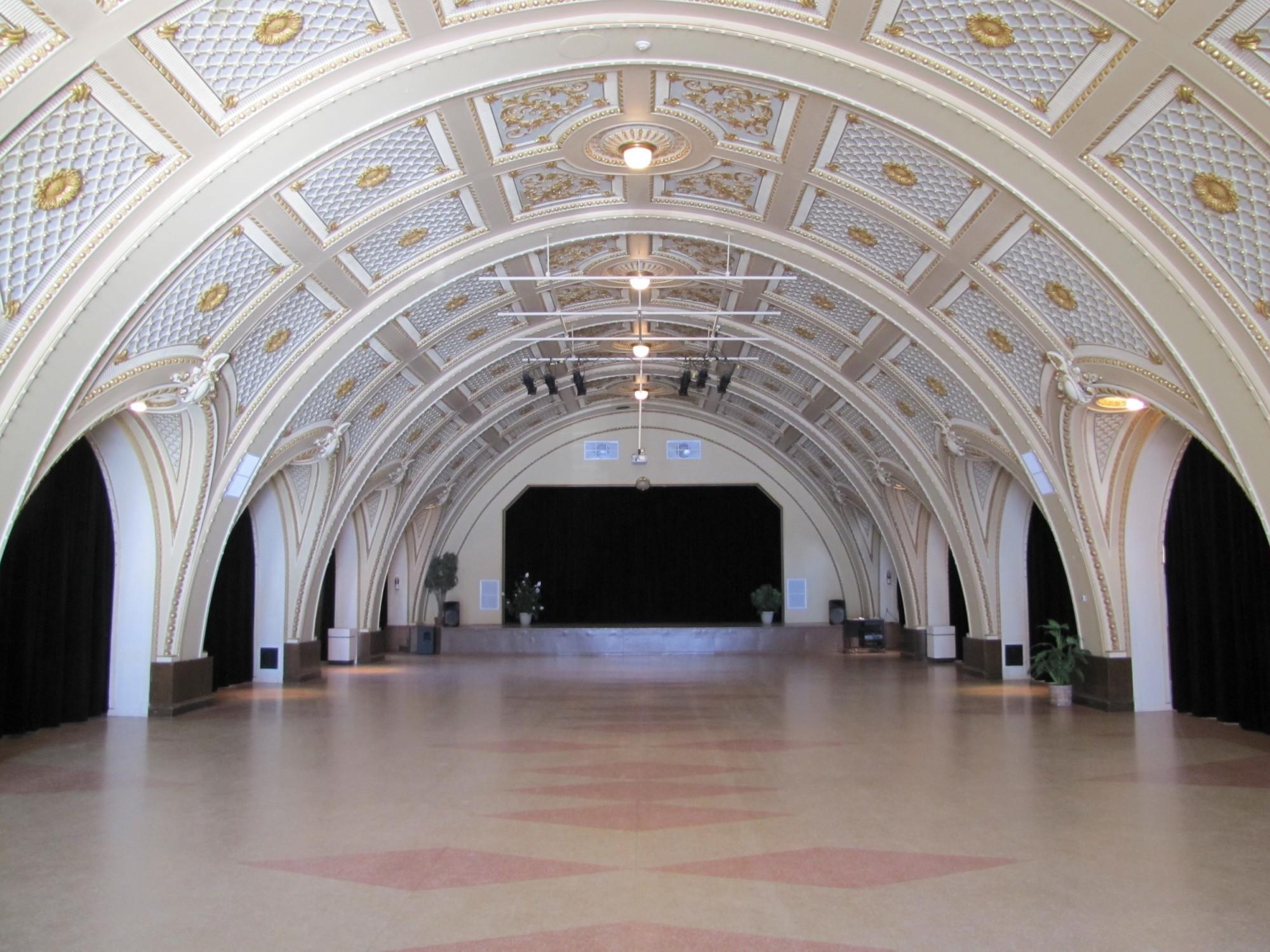 grande salle � centre des arts populaires de nicolet